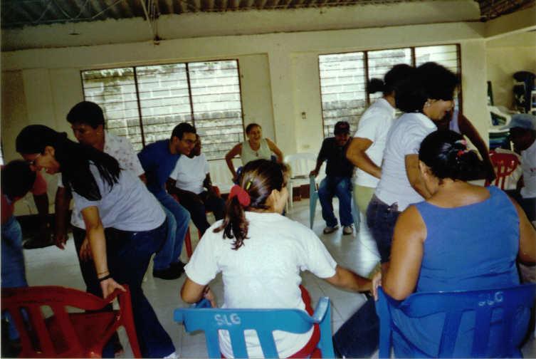 Acompañamiento psicosocial a niños, niñas y sus familias  (2004)